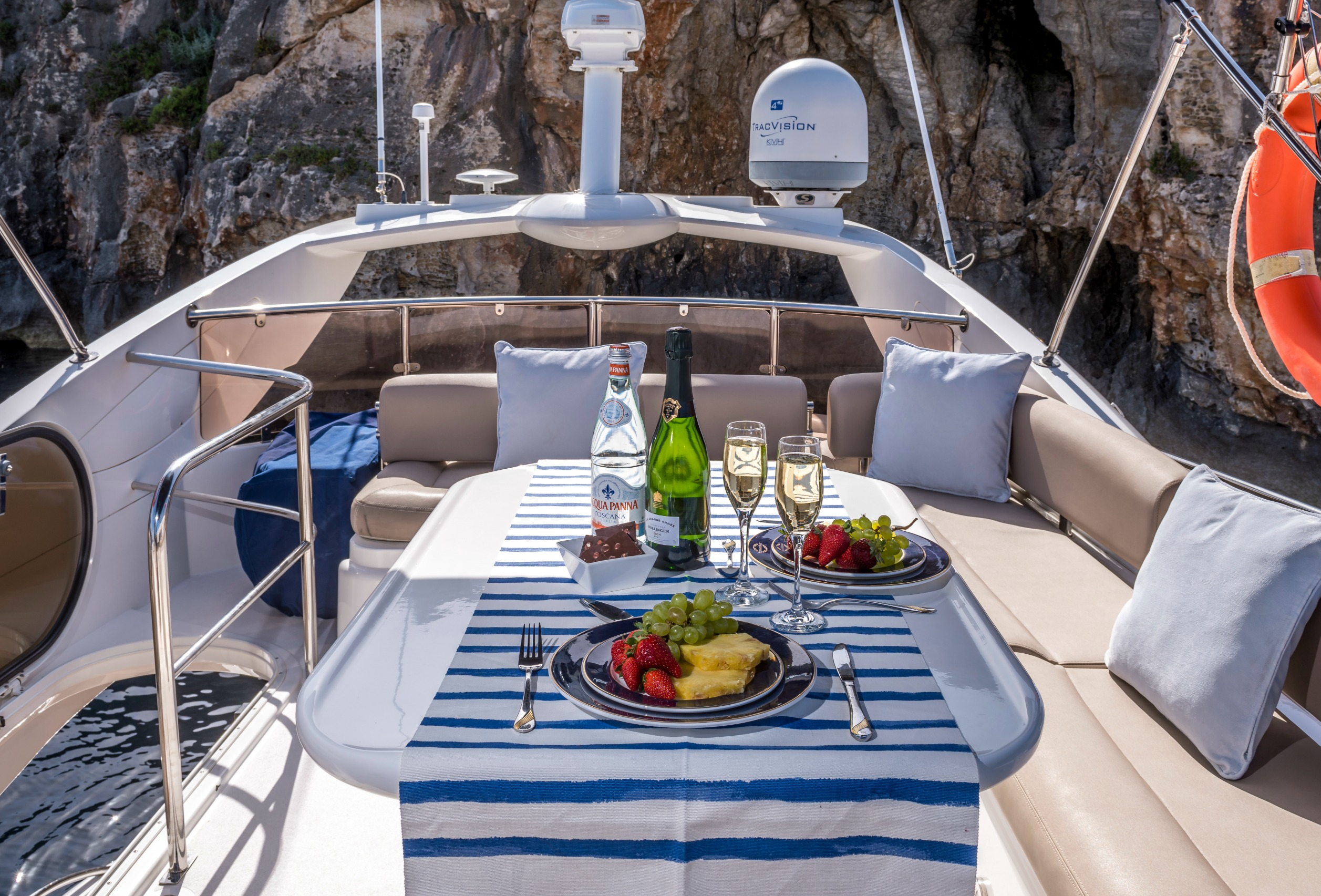Romantic Yacht Getaways, Date Ideas & Special Occasions